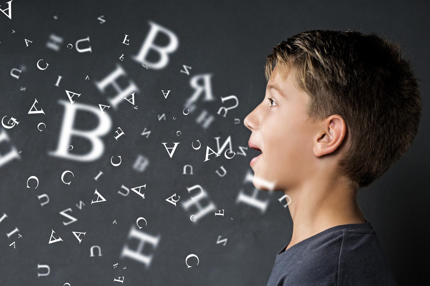 Bild mit einem Jungen und Text: Symbolbil für Logopädie